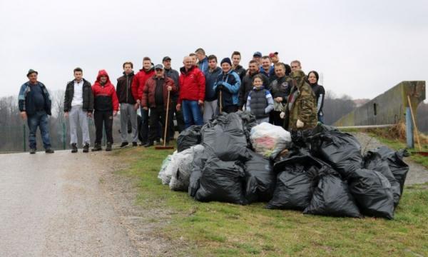 Gradačac: Građani očistili smeće oko jezera Vidara