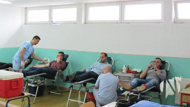 """U Kalesiji danas 77 osoba darovalo krv, šest """"doza"""" ide za Almera Mustafića"""