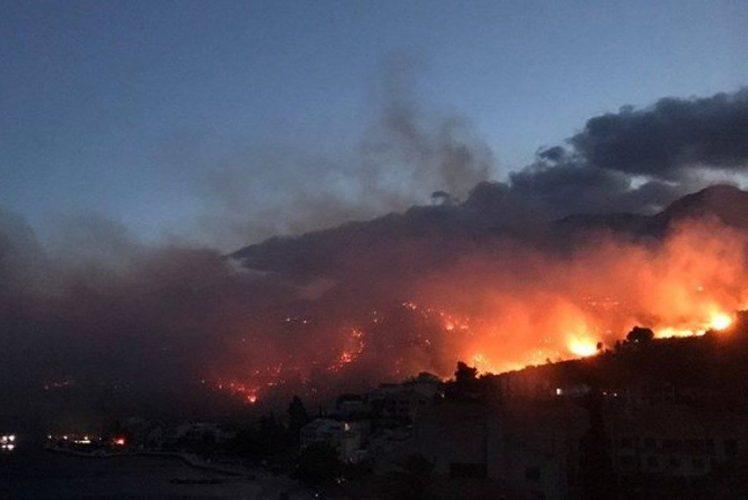 Veliki požar kod Makarske, na terenu stotine vatrogasaca, evakuisani mještani i turisti