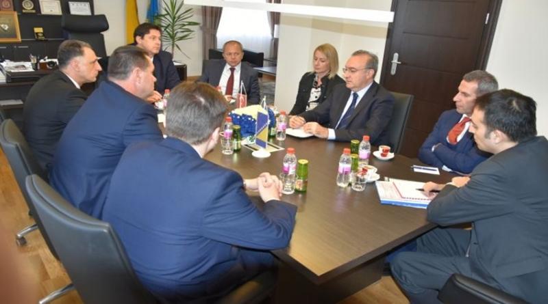 Premijer Gutić naglasio važnost trase autoputa Beograd-Sarajevo preko TK-a