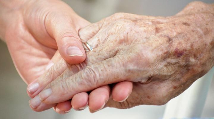 Sve više građana BiH brine o starijima kako bi dobili njihove kuće ili stanove