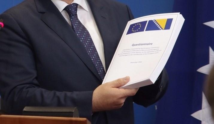 """Republika Srpska blokirala predaju Upitnika: Sporan im naziv """"bosanski jezik"""""""
