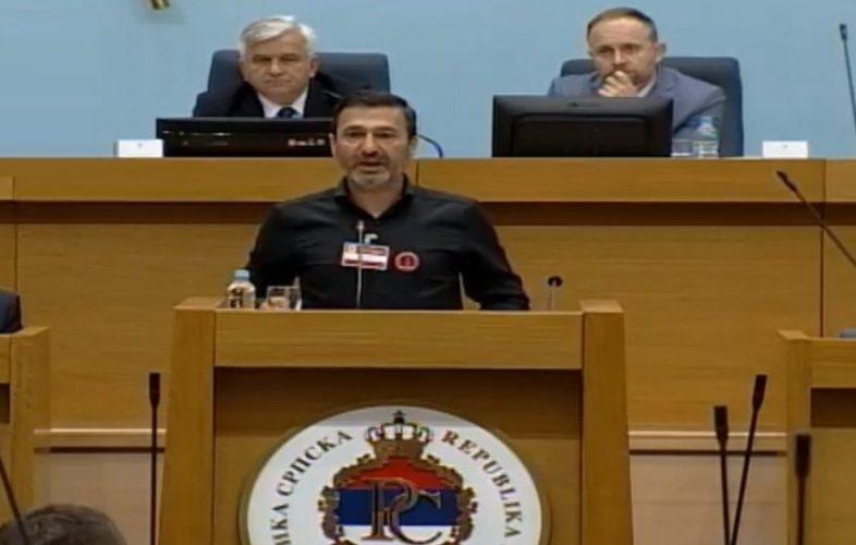 Burno u Skupštini RS-a: Davor Dragičević za govornicom govorio o ubistvu svog sina