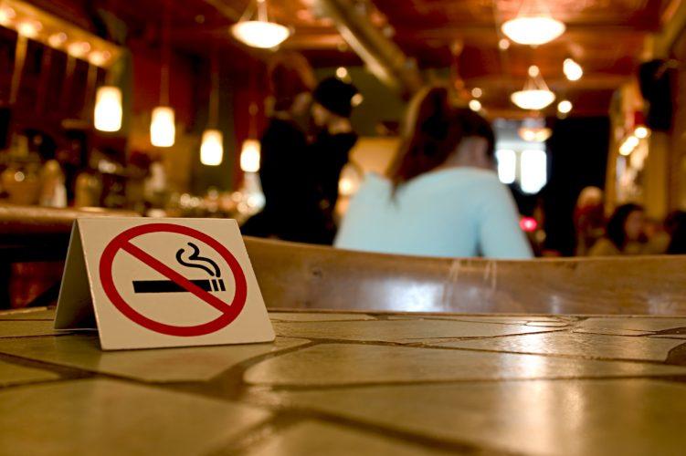 Zakon o zabrani pušenja na javnim zatvorenim mjestima: Kazne od 100 do 15.000 KM