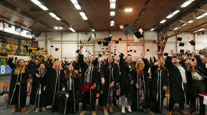 Univerzitet u Tuzli promovirao 540 diplomanata i magistara