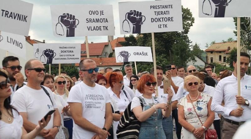 U Tuzli održan protestni skup doktora medicine i stomatologa TK