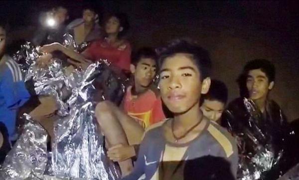 Tajlandski dječaci u dobrom stanju, bez znakova stresa