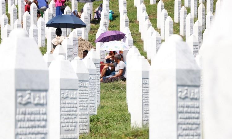 U dolini bijelih nišana u Potočarima klanjana dženaza za 35 žrtava genocida