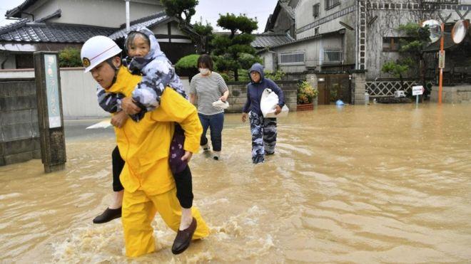 Japan: Broj žrtava premašio 100, desetine nestalih