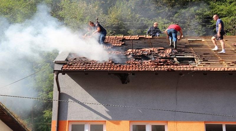 Srebrenički vatrogasci brzom intervencijom ugasili požar na objektu Alma-Ras