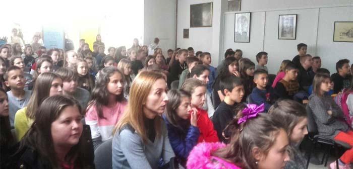 Učenici i nastavnici prikupili 4.167 KM za liječenje Mehmeda Šabića