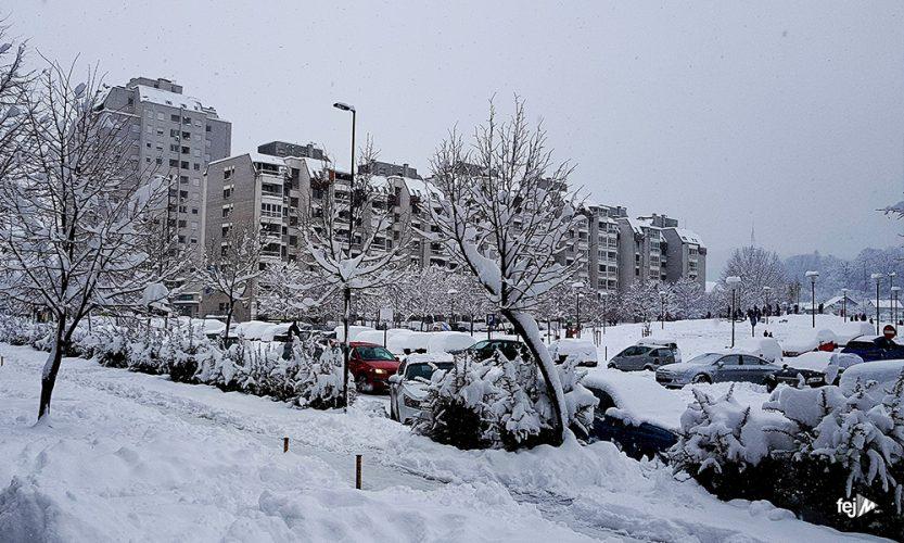 U TK snijeg poremetio promet, glavne ceste prohodne