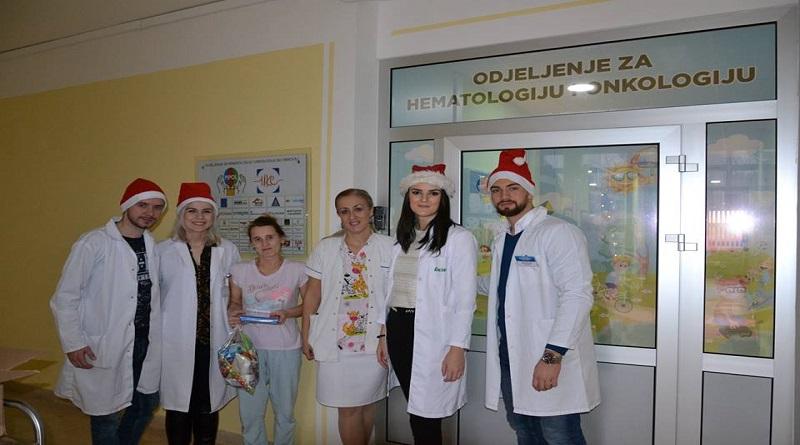 Podijeljeni paketići svim mališanima na Klinici za dječije bolesti