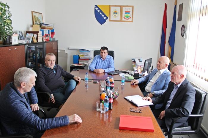 Održan sastanak u Osmacima, uskoro novi asfaltni put Kalesija-Zelina