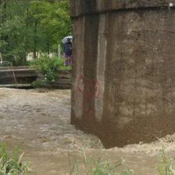 U toku opširna potraga u Begovom Hanu: Dječak upao u nabujali potok, bicikl pronađen nedaleko od mjesta