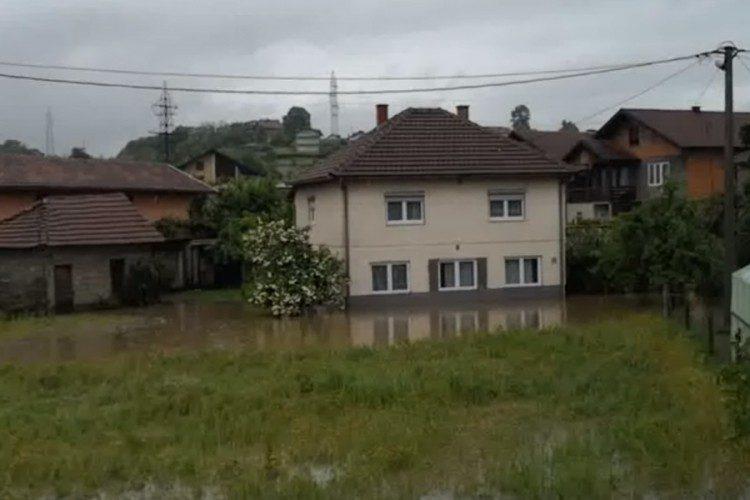Stanovnici Doboj Juga odbijali evakuaciju, cijelu noć branili kuće (VIDEO)