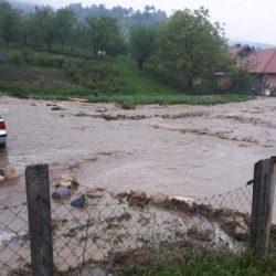 Alarmantno stanje u Banovićima! Mještani Smajlovića nemaju mogućnost odlaska iz naselja, bez struje i vode…