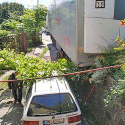 S šlepera iz BiH u vožnji se otkačila prikolica sa 30 tona tereta