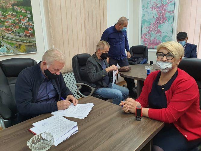Gračanica:Potpisani Ugovori za dodjelu poticaja razvoju privrednih društava i obrta