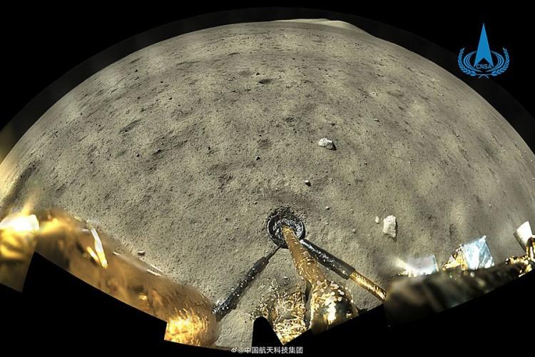 Kineski svemirski brod sa uzorcima u Mjesečevoj orbiti