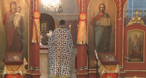 Božić u Tuzli počeo Svetom liturgijom