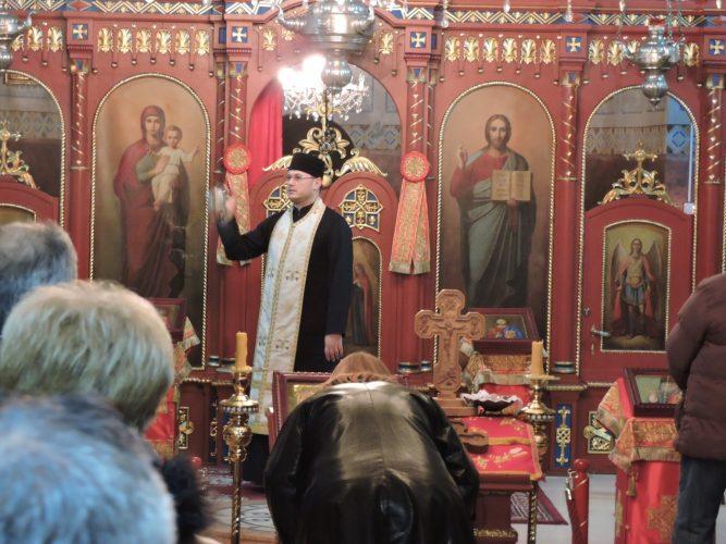 Pravoslavni vjernici proslavili Badnje veče paljenjem badnjaka