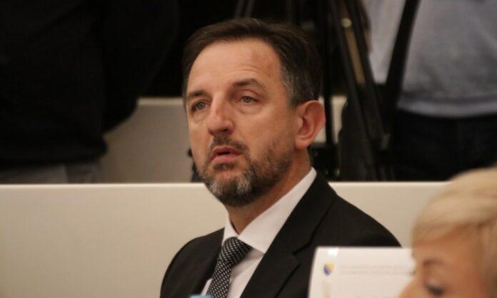 Mahmutović: Nema političke volje za izmještanje crkve iz dvorišta Fate Orlović