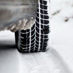 Zašto je dobro povećati pritisak u gumama tokom snježnih uslova na cesti