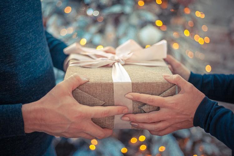 Deset stvari koje ne biste trebali poklanjati drugima