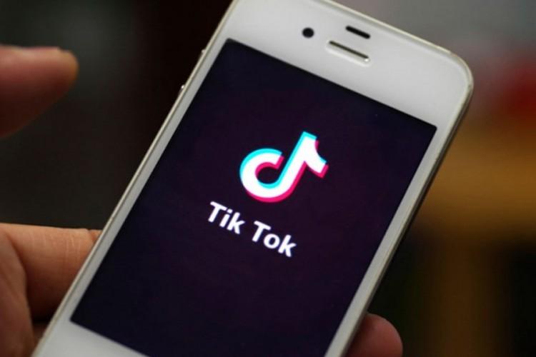"""TikTok zabranjen u Italiji: Djevojčica se ugušila radeći """"izazov"""""""