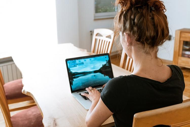 Četiri vježbe koje možete da radite dok sjedite za računarom
