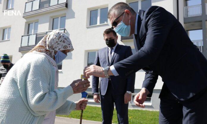 U Srebreniku uručeni ključevi korisnicima socijalnih stanova