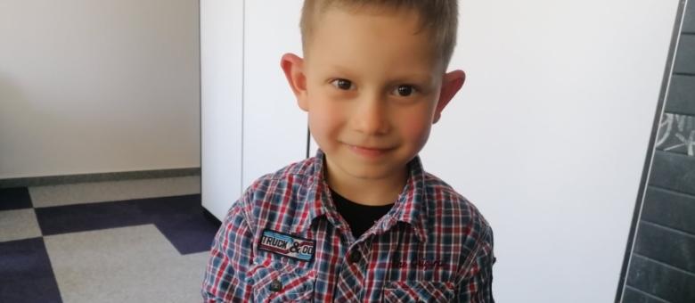Pomozimo malenom Adnanu da čuje i govori: Za operaciju potrebno 39.600 eura