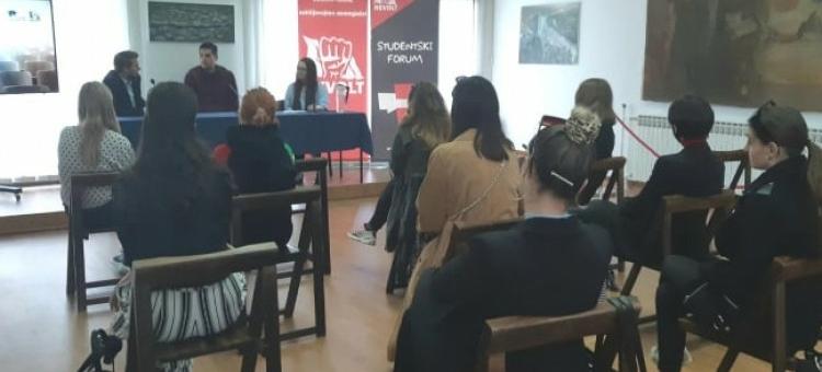 "Tuzla: Omladinski pokret Revolt organizirao studentski forum ""Ko nas sputava?"""