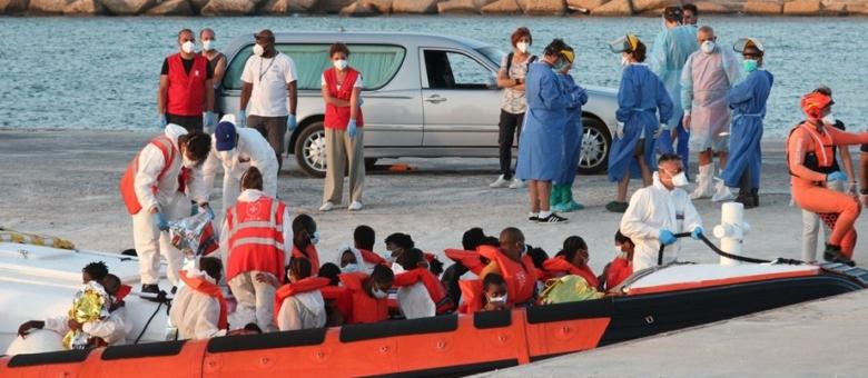 Više od 1.200 migranata stiglo u Italiju u roku od 12 sati