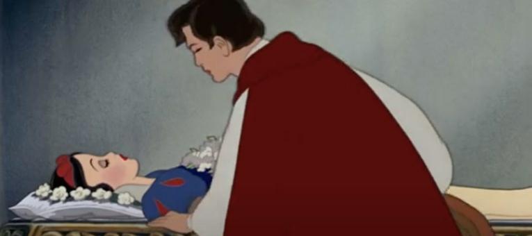 Snjeguljica u središtu polemike jer je princ poljubio bez pristanka