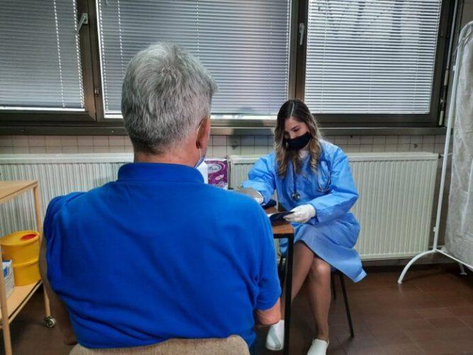 Nastavljena vakcinacija starijih osoba u Domu zdravlja Tuzla