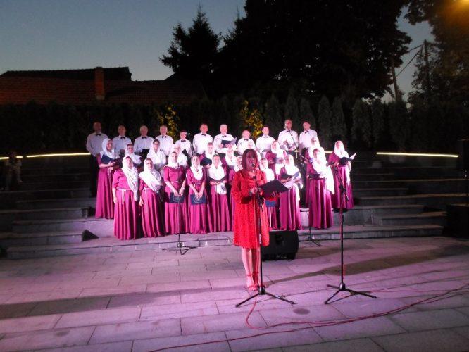 """Na Trgu slobode u Tuzli održan Bajramski koncert """"Iz blizine srce sluti puhnut će behar"""""""