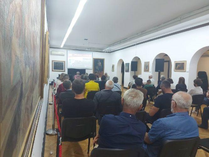 """Promovisana knjiga """"Žalit ćeš sine"""" autora Huse Delića u Međunarodnoj galeriji portreta Tuzla"""