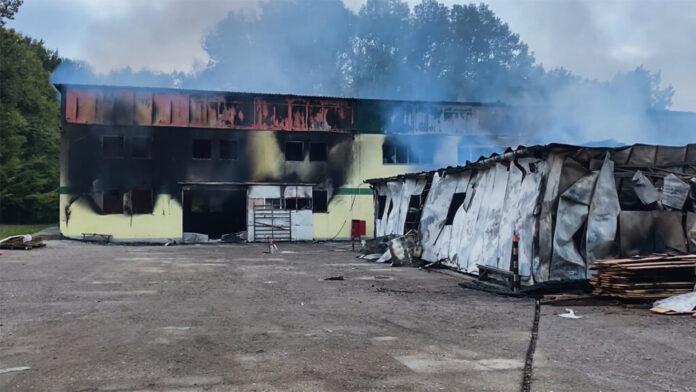 Troje povrijeđenih tokom gašenja požara u Srebreniku, spriječena ekološka katastrofa